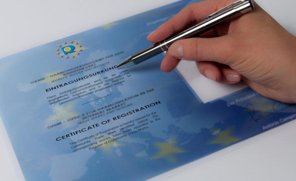 Die Sinnhaftigkeit eines EU-weiten Markenschutzes muss künftig im Vorfeld genau untersucht werden. ABP Anwälte Burger & Partner unterstützen Unternehmen bei diesen schwierigen Prozessen.